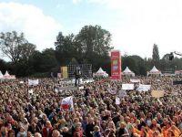 On binlerce öğretmen greve gitti