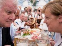 Bavyera'da CSU ve SPD yıkıldı