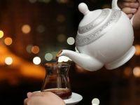 Dikkat: Sıcak çay içmek kanser yapıyor