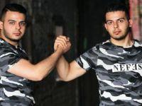 Gurbetçi ikizlerden Türk askerine rapli destek