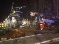 Tren otobüsü ikiye böldü: 4 ölü, 24 yaralı