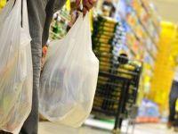 Plastik poşetleri ücretsiz verenlere ceza