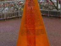 İzinsiz dikilen soykırım anıtı kaldırıldı