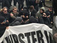 'Biz üzülerek, Naziler sevinerek çıktı'