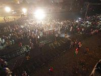 Tren kalabalığa daldı: En az 58 ölü