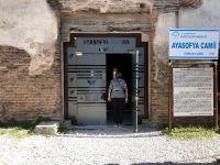 1700 yıllık Ayasofya'ya cam kapı taktılar