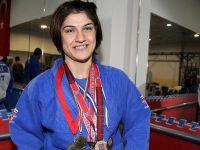 Milli sporcu Zeynep altın madalya kazandı