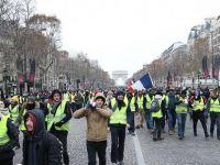 Fransa'da sarı yelekliler hala sokakta