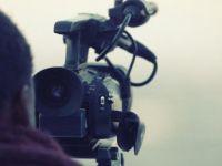 Bir kameraman kendisini yaktı