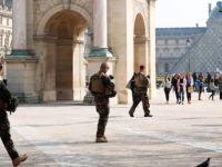 Fransız ordusu halkıyla karşı karşıya