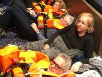 Sürüklenen gemiden 350 yolcu kurtarıldı