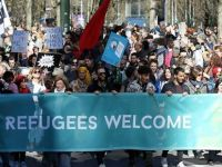 Binlerce kişi ırkçılığa karşı yürüdü