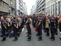 Yüzlerce itfaiyeci greve gitti