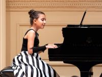 Müziğin altın çocuğu Çınara ödüle doymuyor