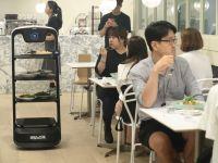 Siparişleri robotlar servis ediyor
