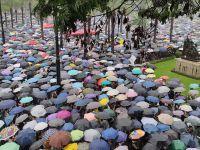 Hong Kong'da göstericiler AVM'yi bastı