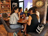 Bu kafede Türkçe konuşmak yasak