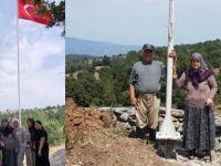 Gurbetçiden köyüne dev Türk bayrağı