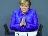 Merkel: Tüm inananlarla zihnen beraberim