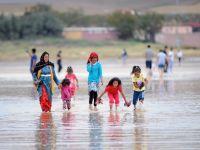 Gurbetçiler Tuz Gölü'ne hayran kaldı