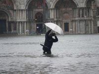 Venedik sele teslim: 2  ölü
