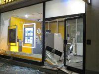 ATM'yi havaya uçurup soydular