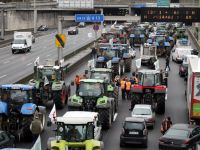 Şimdi de Paris'teki çiftçiler eylem yaptı