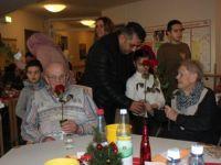 Türk çocuklar, yaşlı Almanları yalnız bırakmadı