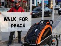 İngiltere'den Mekke'ye İslamiyet'i tanıtmak için yürüyor