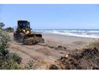 Büyükşehir Belediyesi, Mersin sahillerini temizliyor
