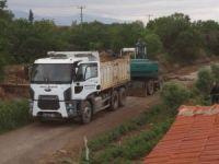 Turgutlu'da sulama kanalları temizleniyor