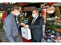 Büyükşehir'den iş yerlerine dezenfeksiyon ve maske dağıtımı