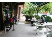 Konya'da restoranlarda sosyal mesafeye uyuluyor