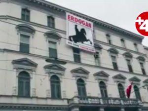 Viyana Büyükelçiliği'ne pankartlı saldırı