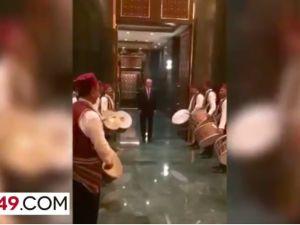 Erdoğan 'Saray'daki iftara davullarla girdi