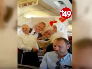 Bremenli gurbetçiden uçakta sürpriz evlenme teklifi