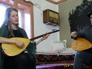 Alman belgesel yapımcısından Aşık Veysel türküleri