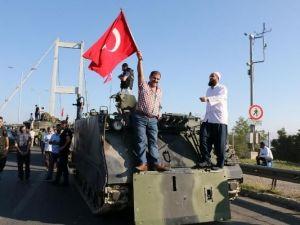 Boğaziçi Köprüsü'nde darbe girişimi protestosu