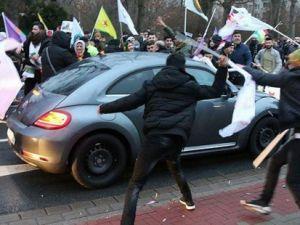PYD/PKK yandaşları Almanya'da Türk vatandaşının aracına saldırdı
