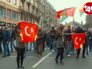 Almanya'da PKK yürüyüşünde Türk bayrağı yakıldı