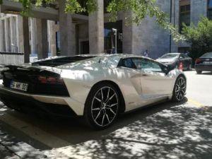 Sofuoğlu Meclis'e Lamborghini ile geldi