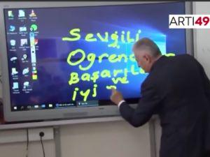 Binali Yıldırım 'Ğ' yazmayı öğrendi