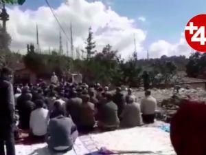 AKP'li belediyenin yıktığı caminin enkazında namaz kıldılar