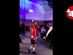 Avrupa Şampiyonu boksör İzmir Marşı'yla çıktı