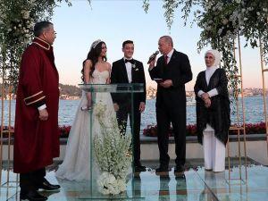 Özil çiftinin Nikah şahitliğini Erdoğan yaptın