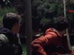 Gitar çalarken tesadüfen patlama anını çektiler