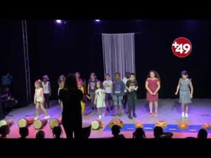 Fransız çocuklardan Türkçe şarkı