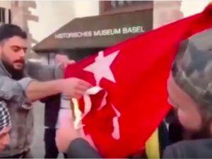 İsviçre'de Türk bayrağını yaktılar