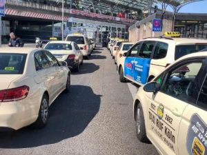 Almanya'da taksiciler isyan etti