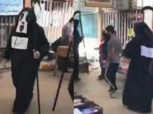 İran'da 'Azrail' kostümlü koronavirüs uyarısı